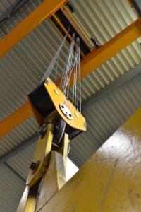 Kranverladehalle mit 20-Tonnen-Kran für 15 Meter Höhe